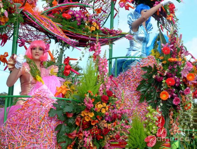 battle-of-flowers-Nice-carnival-France