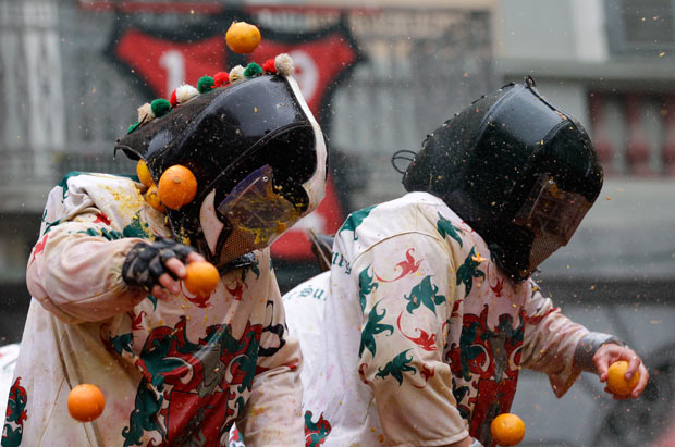 Belgium- carnival- orange-war