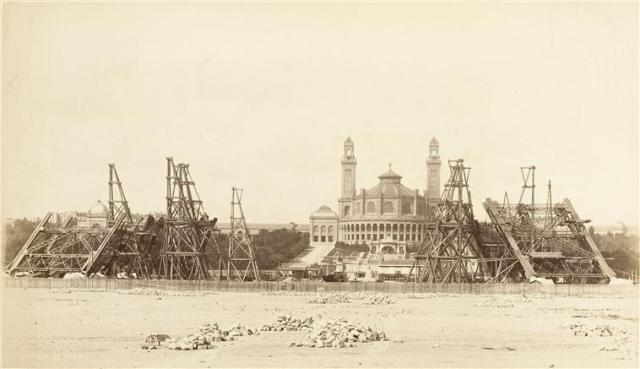 1887_tour_eiffel_construction